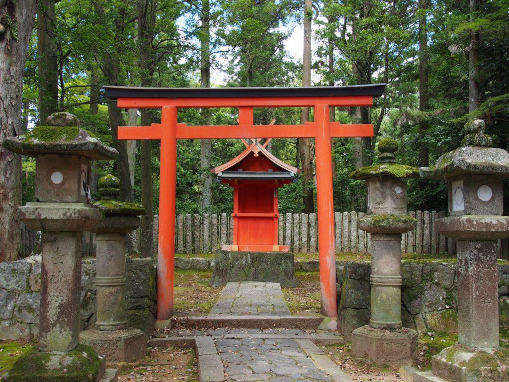 【壺神神社】春日大社参道沿いにある「醸造の神様」