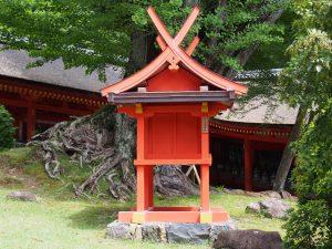 【穴栗神社(春日大社)】「幸運の神様」は奈良市内南部の同名の神社ゆかり