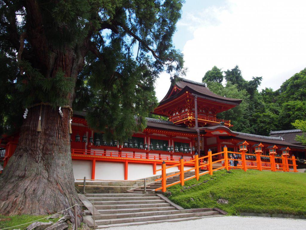 【春日大社本殿】奈良時代から「春日神」を祀る4棟の本殿が並び立つ神聖な空間