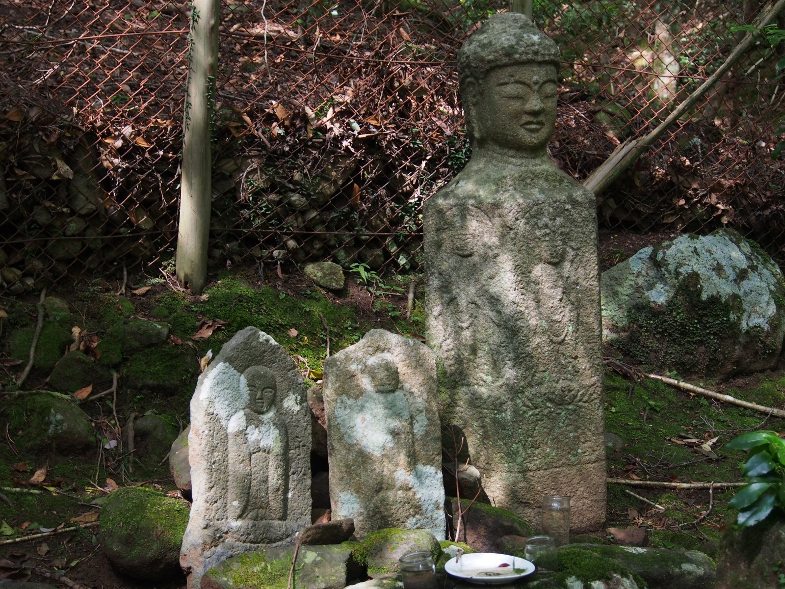 洞の地蔵石仏・仏頭石
