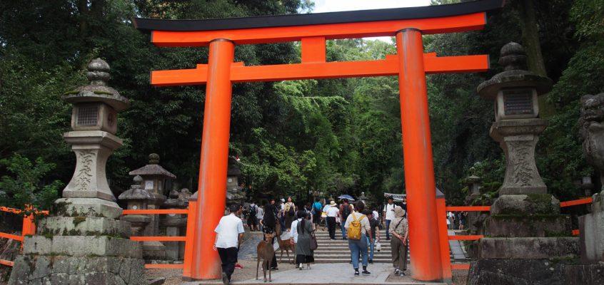 奈良「春日大社」への交通アクセスを詳しく解説!(最寄り駅・バス・タクシー・駐車場の使い方)