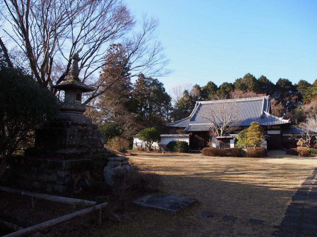 芳徳寺の境内