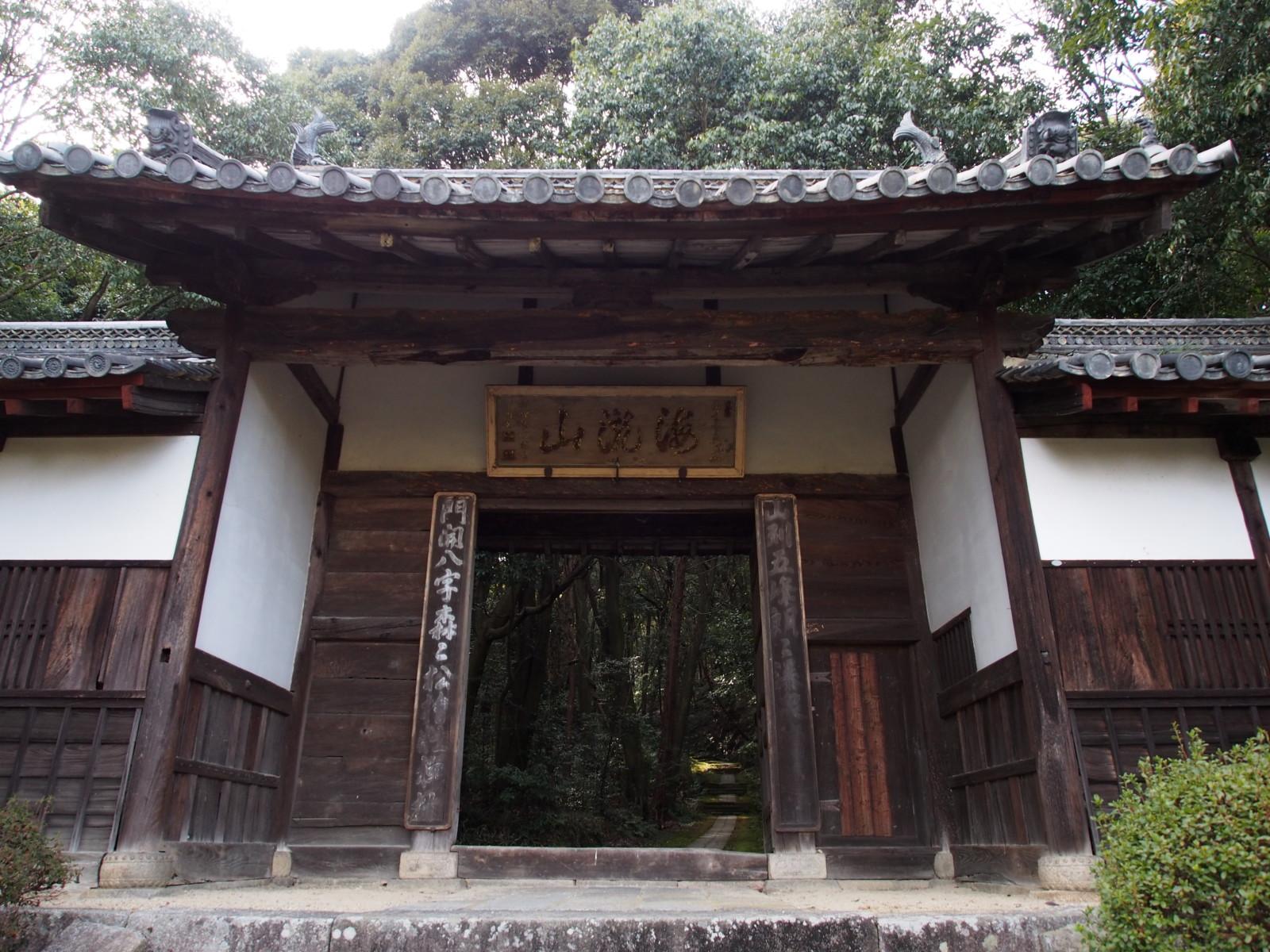 王龍寺の山門