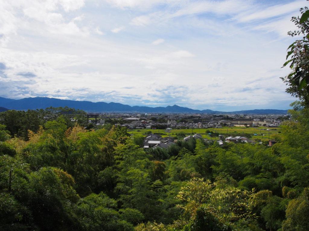 久延彦神社から奈良盆地・葛城山地一帯を望む風景