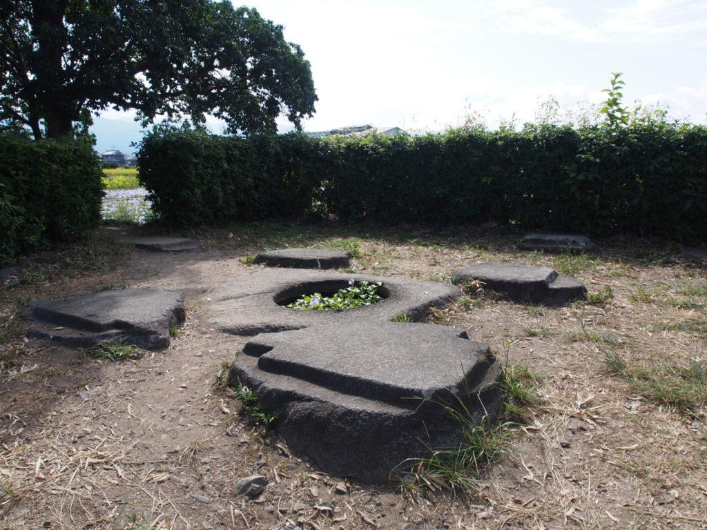 本薬師寺東塔跡の礎石
