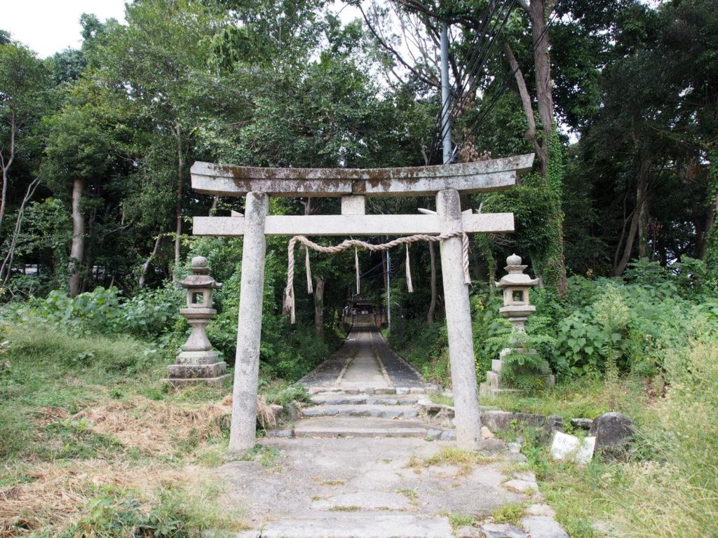 西大寺八幡神社の参道