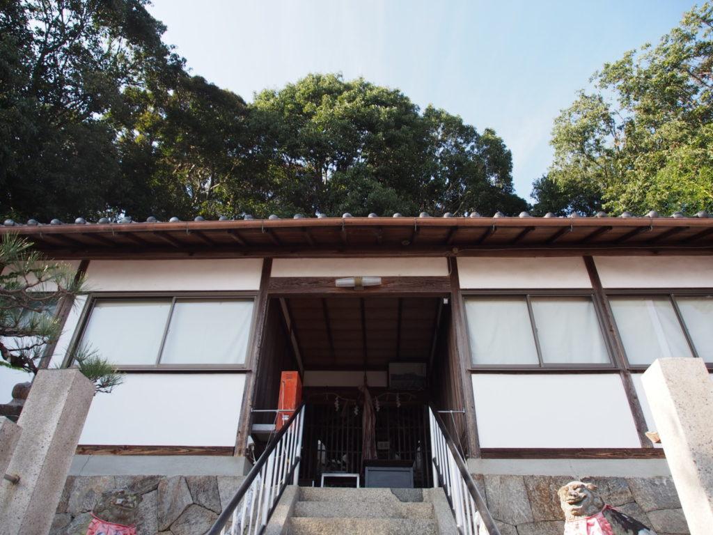 平群神社の拝殿