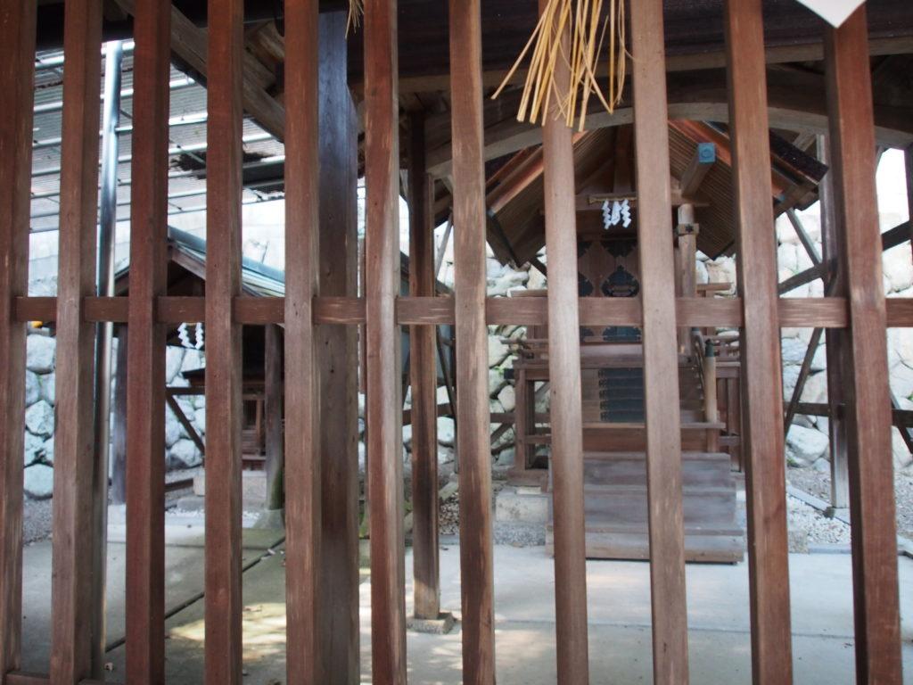 平群神社の本殿・境内社
