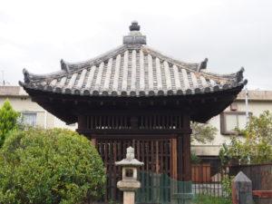 【五輪塔覆堂(筒井順慶墓)】重要文化財の墓堂建築で覆われた大和を代表する武将の墓所