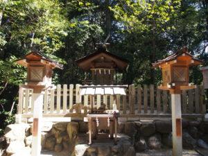 【天皇社(大神神社末社)】拝殿南側の高台に鎮座する「崇神天皇」を祀る神社