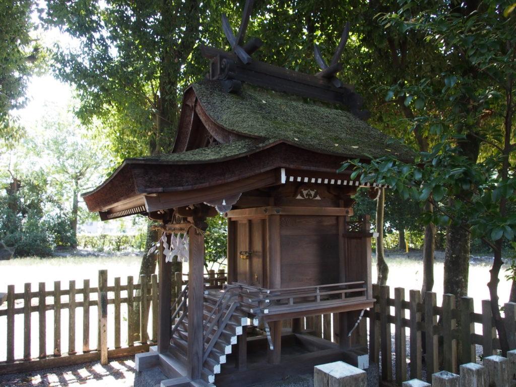 大神神社摂社「綱越神社」の本殿
